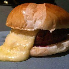 Hambúrguer de Raclete – Novidade do Stunt Burger para o inverno