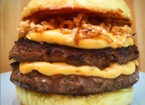 Burger Lab Experience vai dar 6 meses de hambúrguer grátis!