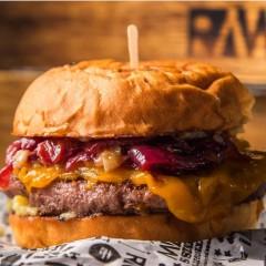 Raw Burger na Vila Madalena faz burger de 200g de Wagyu