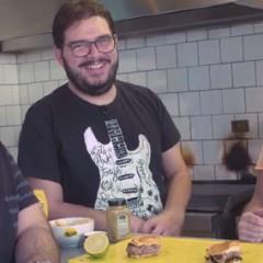 Pedimos pro Rodrigo do Blog Jacaré Banguela fazer hambúrguer! Veja como ficou