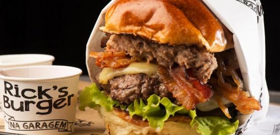 Rick's Burger reabre em Vila Velha/ES após expansão