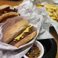 Desbravamos a discreta Young Burger, na Bela Vista/SP