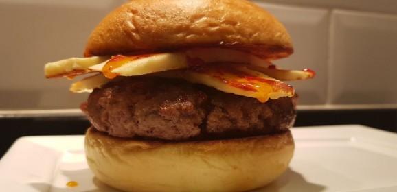 Receita de Hambúrguer com queijo coalho e geleia de pimenta