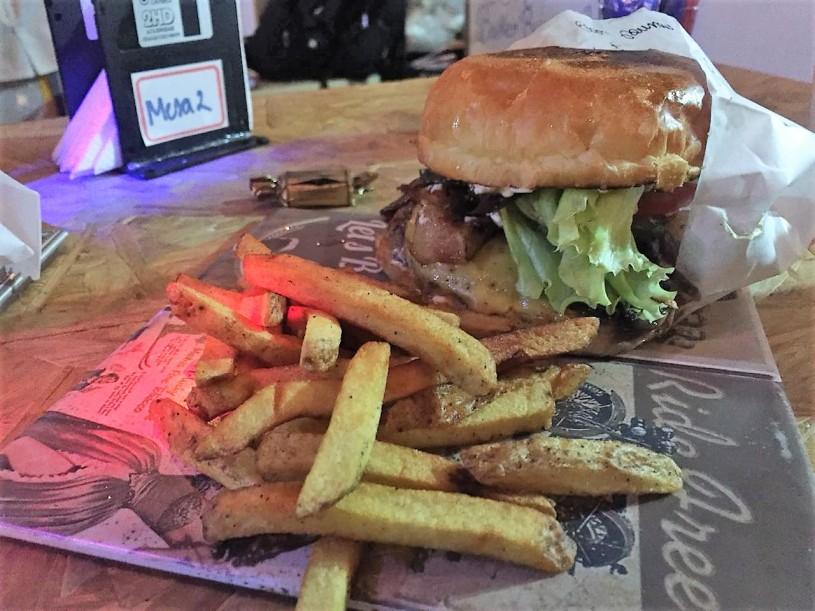 42 burger house 02