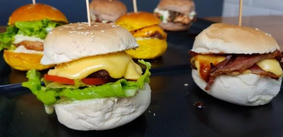 Rodízio de entradas e mini burgers no Hamburguinho Moema