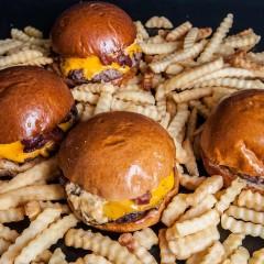 Burgerhood Brasil apresenta ação especial para o mundial de futebol