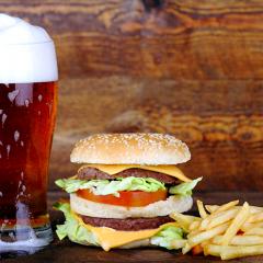 Qual cerveja combina mais com hambúrguer? | Hambúrguer Perfeito