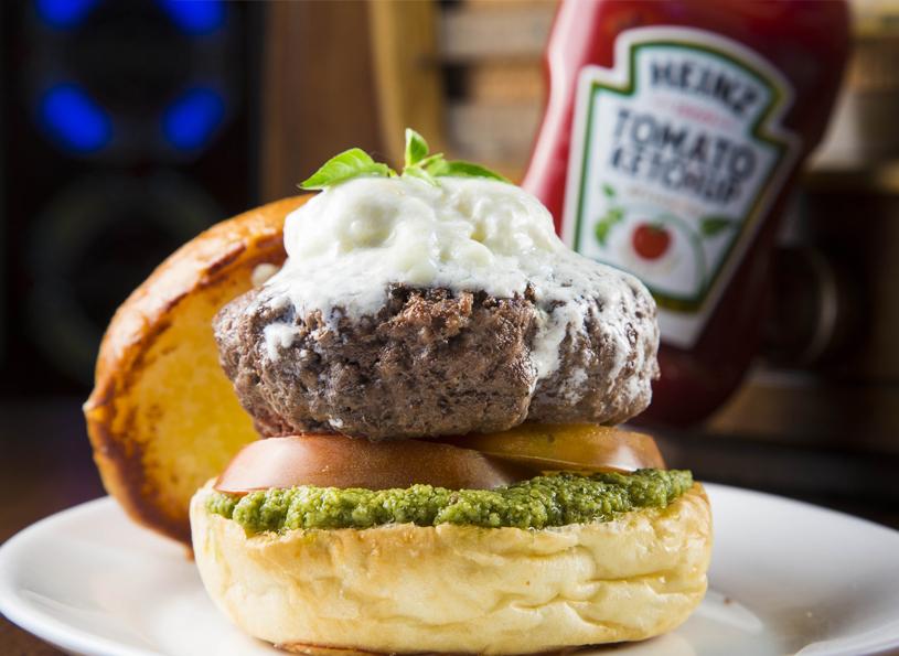 Chips Burger_Burrata Burger_R$ 29,99_ créditos Mario Rodrigues