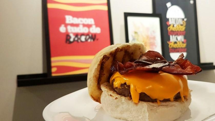 posters hamburguer perfeito na casa da joana