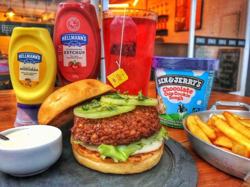 the burger league fc sandwiche